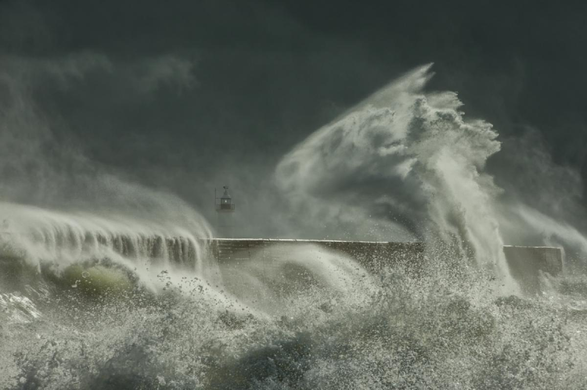 22/05/2019 - Edward Hyde - Lighthouse And The Sea Serpent
