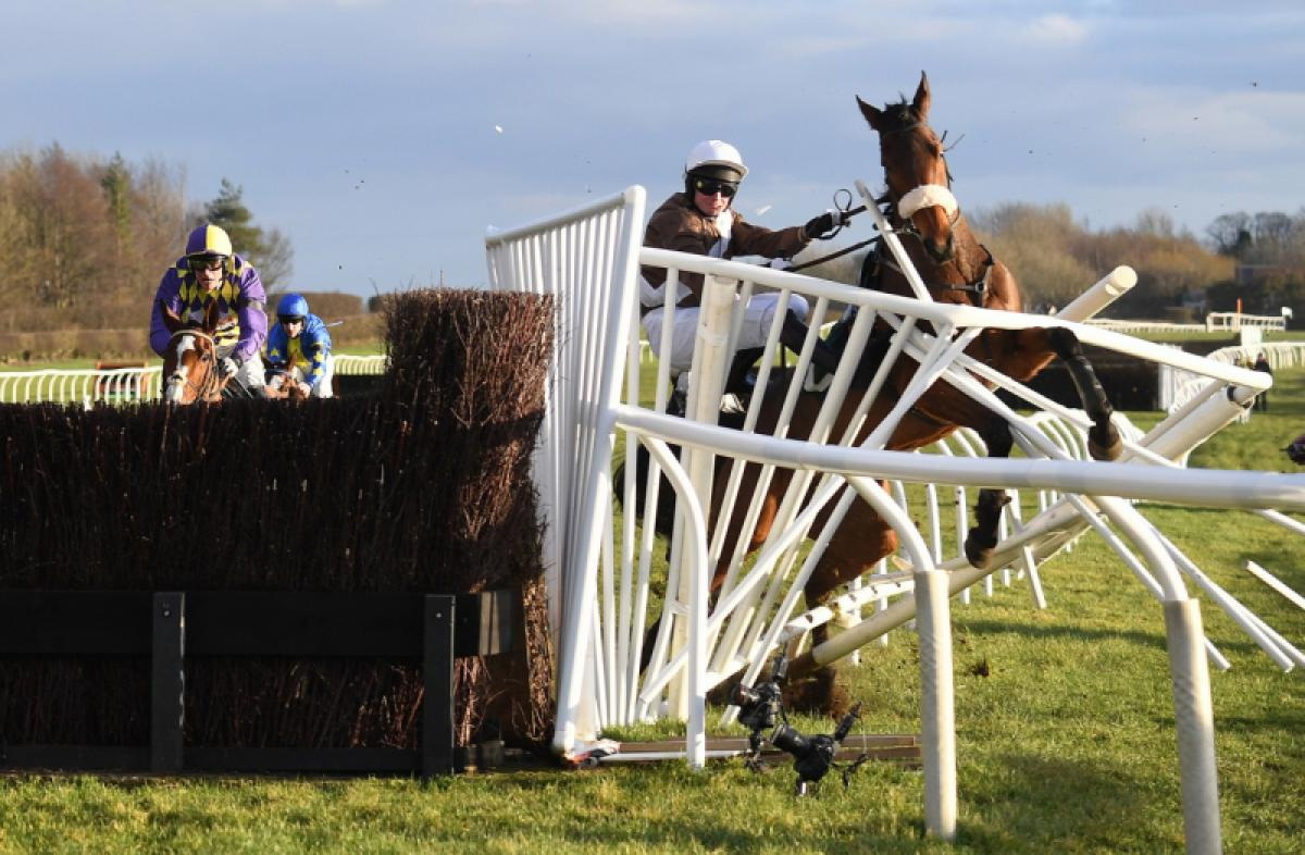 21/08/2019 - Anna Gowthorpe - Last Fence Drama At Catterick Races