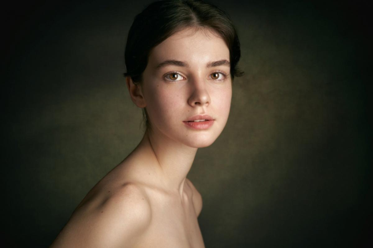 03/01/2020 - Alexander Vinogradov - Portrait Of A Young Girl