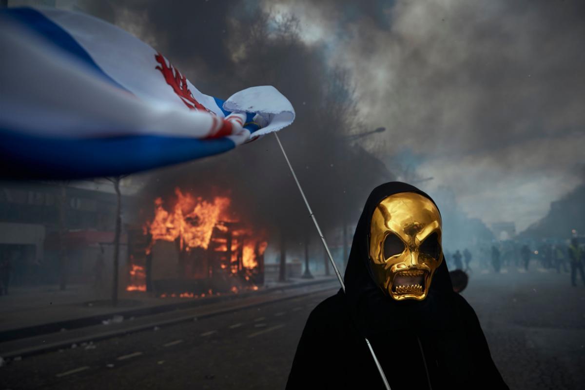 09/01/2021 - Kiran Ridley - Gilets Jaunes Protest - Paris Burns